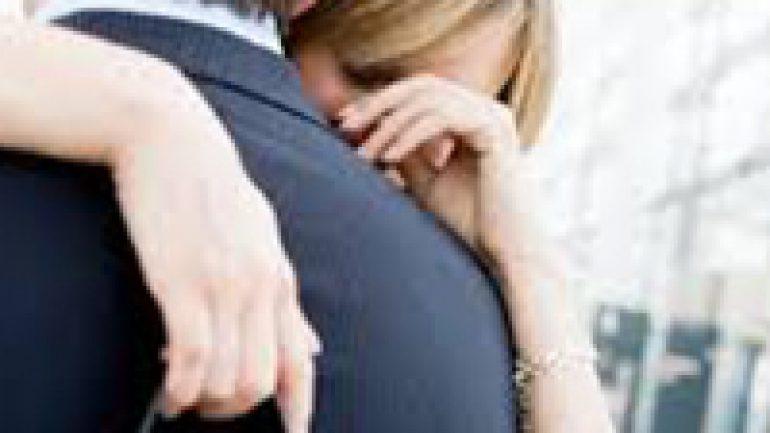 Rüyada Birinin Omzunda Ağlamak Ne Anlama Gelir, Neye İşarettir?